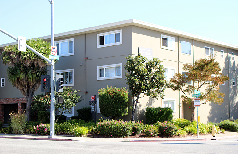 Bermuda apartments in san mateo studios one two bedrooms culligan management for 2 bedroom apartments san mateo